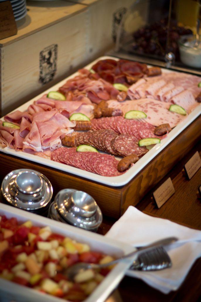 Hausgeräucherter Zwetschgenbames, Schweineschinken und Wurstspezialitäten aus Oberfranken